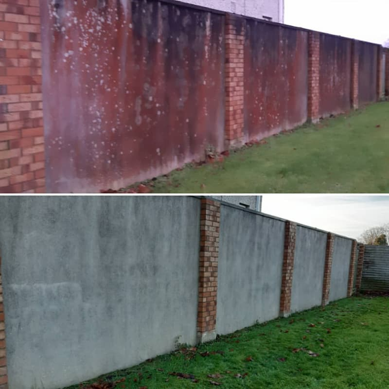 power wash and softwash of red algae from render wall